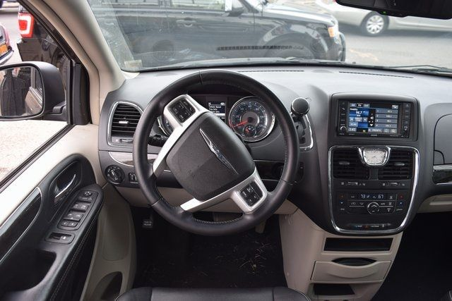 2015 Chrysler Town & Country Touring Richmond Hill, New York 16