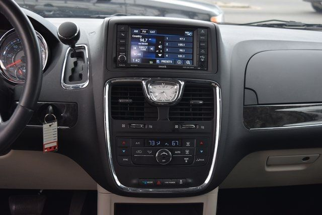 2015 Chrysler Town & Country Touring Richmond Hill, New York 17