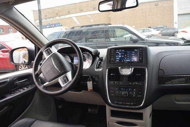 2015 Chrysler Town & Country Touring Richmond Hill, New York 18