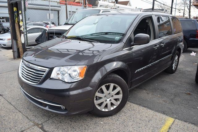 2015 Chrysler Town & Country Touring Richmond Hill, New York 2
