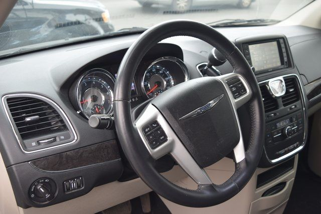 2015 Chrysler Town & Country Touring Richmond Hill, New York 26
