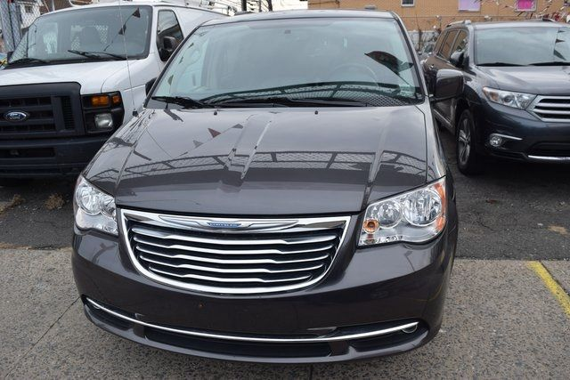 2015 Chrysler Town & Country Touring Richmond Hill, New York 3