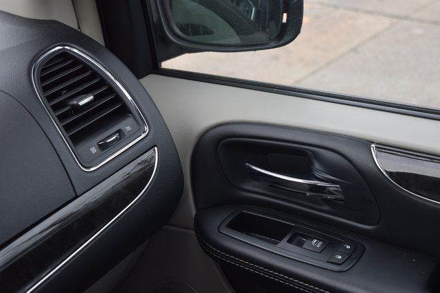 2015 Chrysler Town & Country Touring Richmond Hill, New York 33