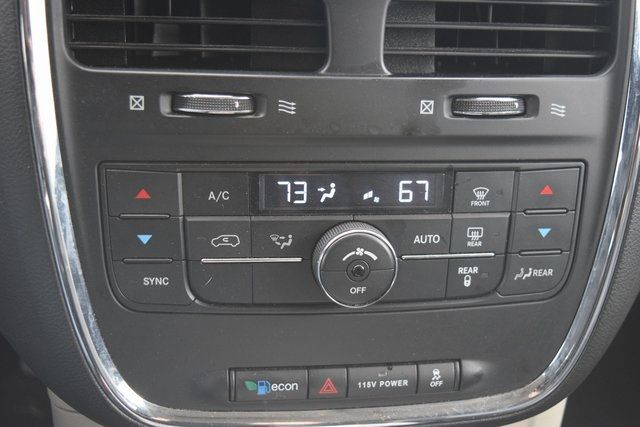 2015 Chrysler Town & Country Touring Richmond Hill, New York 36