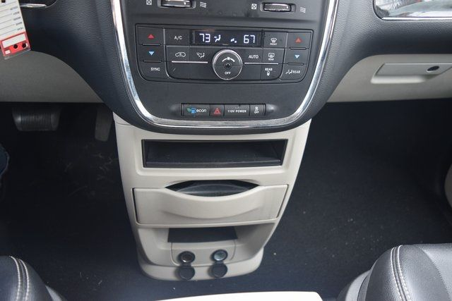 2015 Chrysler Town & Country Touring Richmond Hill, New York 38