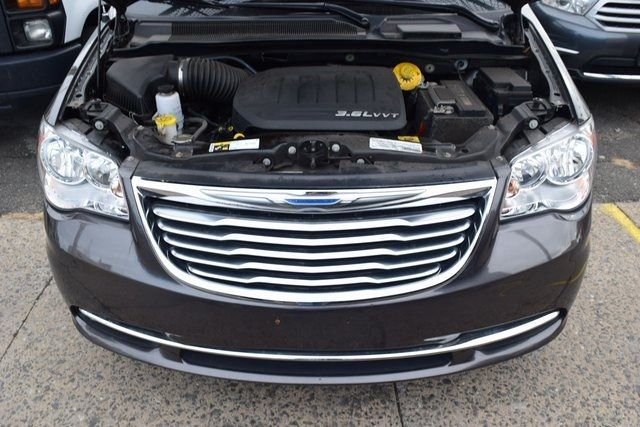 2015 Chrysler Town & Country Touring Richmond Hill, New York 4