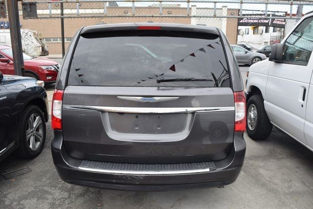 2015 Chrysler Town & Country Touring Richmond Hill, New York 8