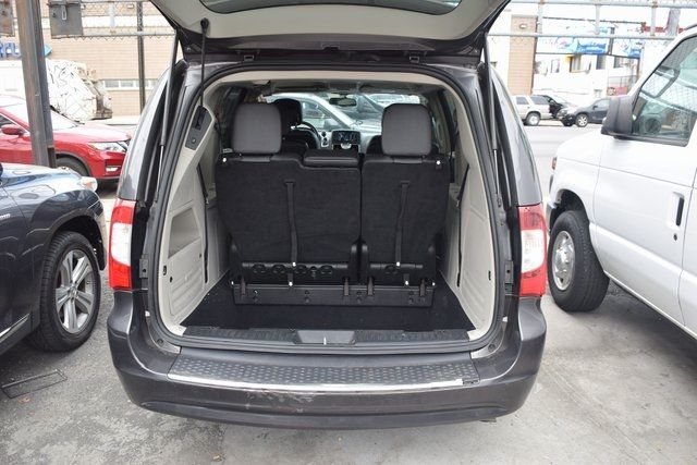 2015 Chrysler Town & Country Touring Richmond Hill, New York 9