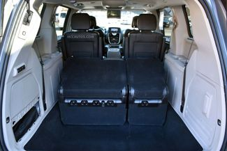 2015 Chrysler Town & Country Limited Platinum Waterbury, Connecticut 10