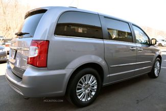 2015 Chrysler Town & Country Limited Platinum Waterbury, Connecticut 18
