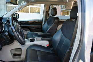 2015 Chrysler Town & Country Limited Platinum Waterbury, Connecticut 27