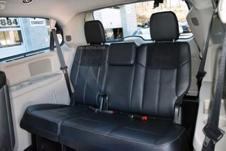 2015 Chrysler Town & Country Limited Platinum Waterbury, Connecticut 30
