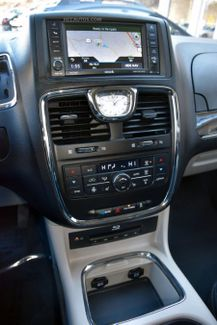 2015 Chrysler Town & Country Limited Platinum Waterbury, Connecticut 47