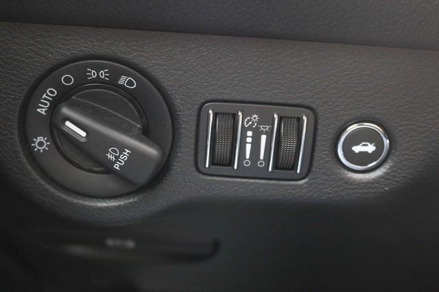 2015 Dodge Challenger R/T Plus Mooresville, North Carolina 30