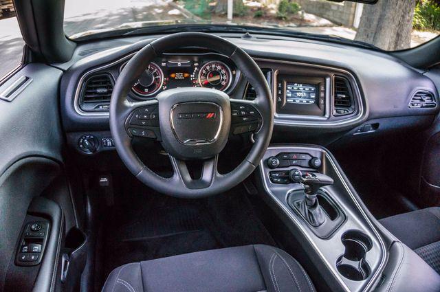 2015 Dodge Challenger SXT Reseda, CA 16