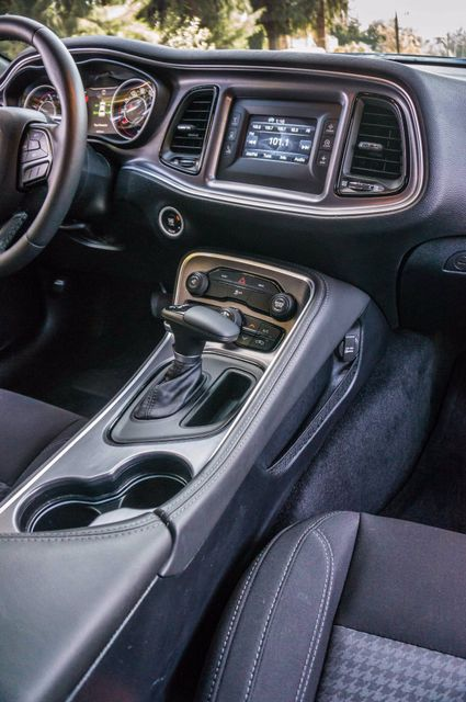 2015 Dodge Challenger SXT Reseda, CA 19