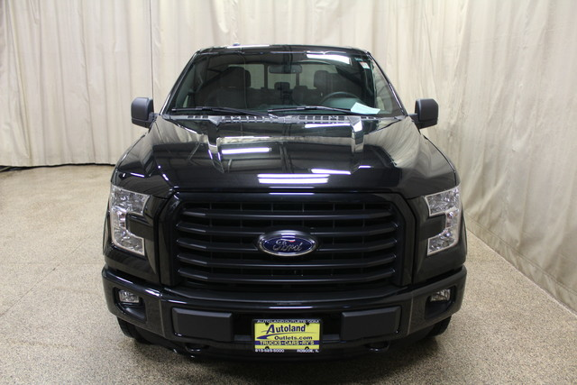 2015 Ford F-150 XLT Roscoe, Illinois 3