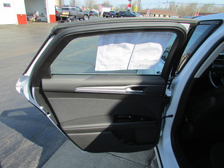 2015 Ford Fusion SE Fremont, Ohio 9