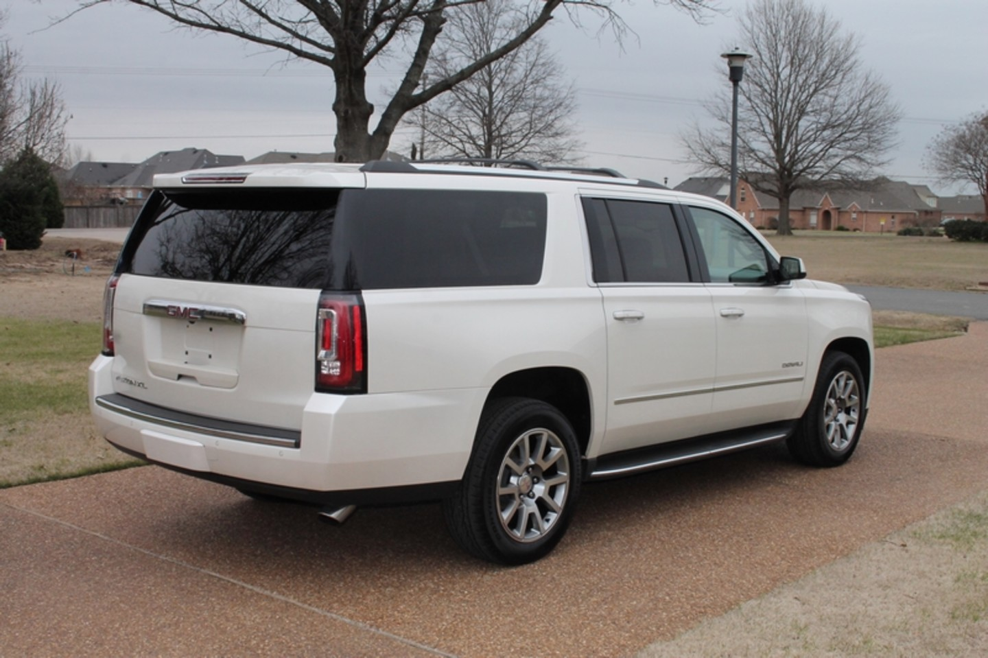 2015 gmc yukon xl denali 4wd price used cars memphis hallum motors citystatezip. Black Bedroom Furniture Sets. Home Design Ideas