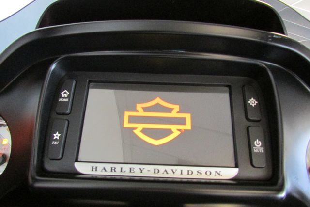 2015 Harley-Davidson Road Glide® Base Arlington, Texas 32