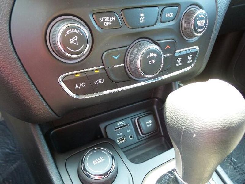2015 Jeep Cherokee Latitude  in Victoria, MN