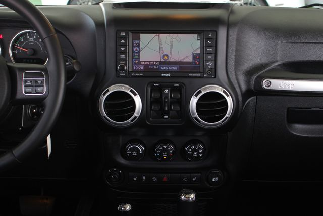 2015 Jeep Wrangler Unlimited Rubicon 4x4 - NAV - HEATED LEATHER - WHEELS! Mooresville , NC 10