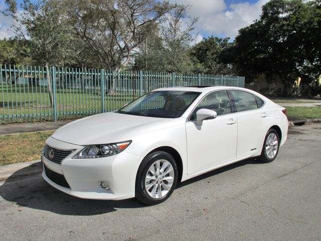 2015 Lexus ES 300h Hybrid Come and visit us at oceanautosalescom for our expa