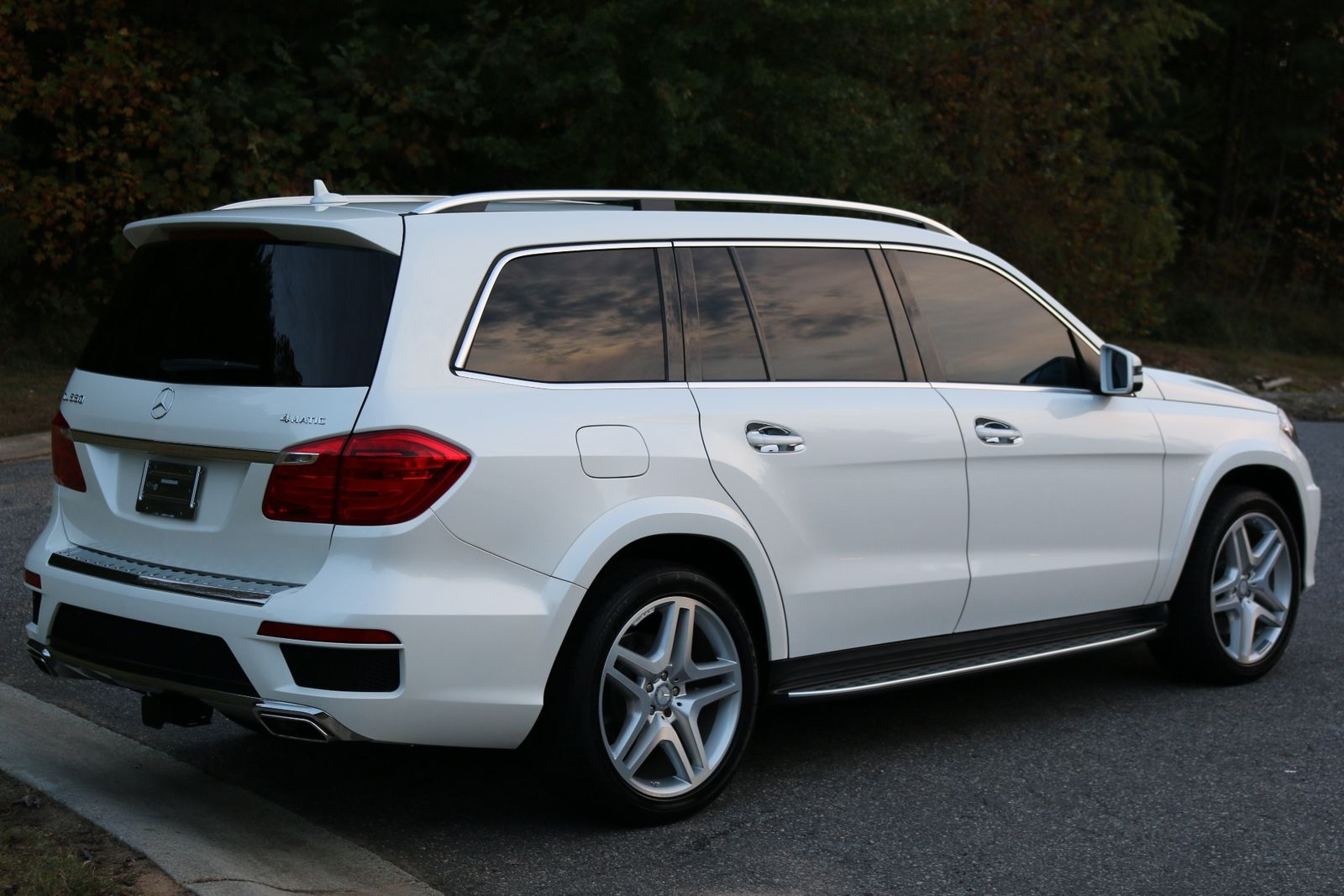 2015 gl 550 3rd row suv white blk dvd 34k mi like new in for White mercedes benz suv