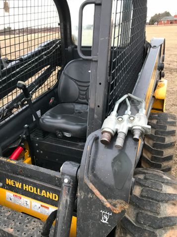 2015 New Holland L218 Skid Steer/ Loader | Abilene, Texas | Freedom Motors  in Abilene, Texas