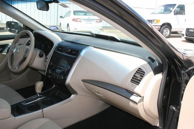2015 Nissan Altima 2.5 S Houston, Texas 12