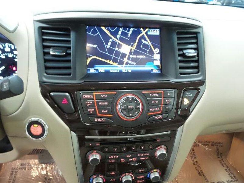 2015 Nissan Pathfinder Platinum  in Victoria, MN