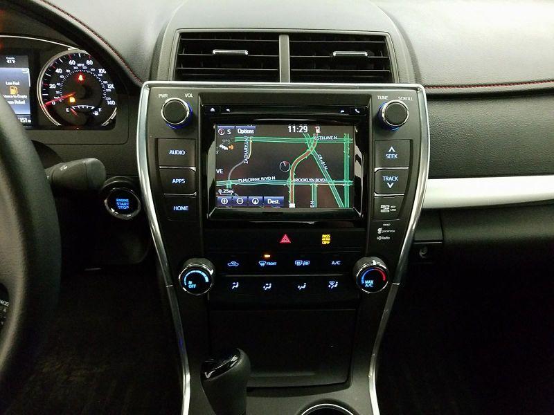 2015 Toyota Camry SE  NAV  Sunroof  XMHD Audio  in Minnetonka, Minnesota