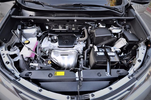 2015 Toyota RAV4 Limited Reseda, CA 46
