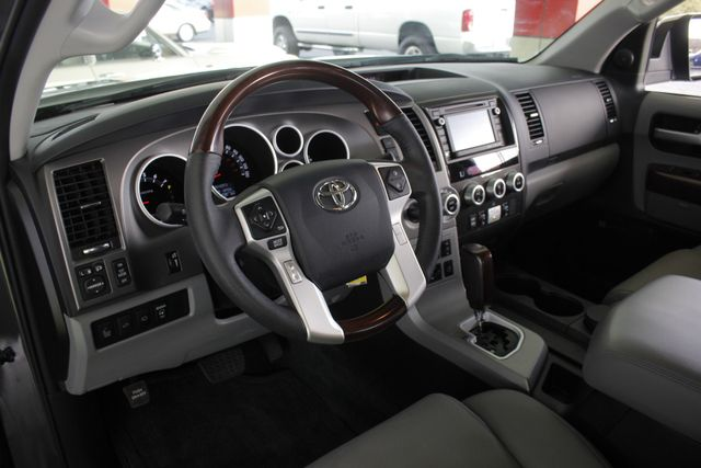 2015 Toyota Sequoia Platinum 4WD - NAV - REAR DVD - SUNROOF! Mooresville , NC 33