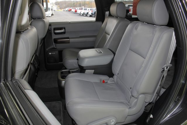 2015 Toyota Sequoia Platinum 4WD - NAV - REAR DVD - SUNROOF! Mooresville , NC 14