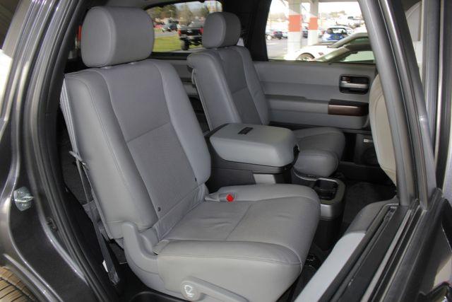 2015 Toyota Sequoia Platinum 4WD - NAV - REAR DVD - SUNROOF! Mooresville , NC 45