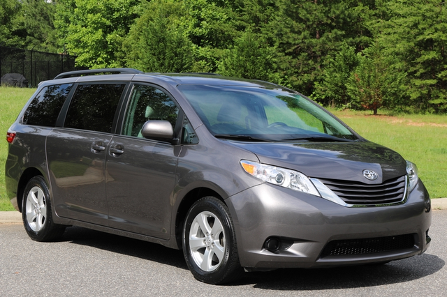 2015 Toyota Sienna LE Mooresville, North Carolina 0