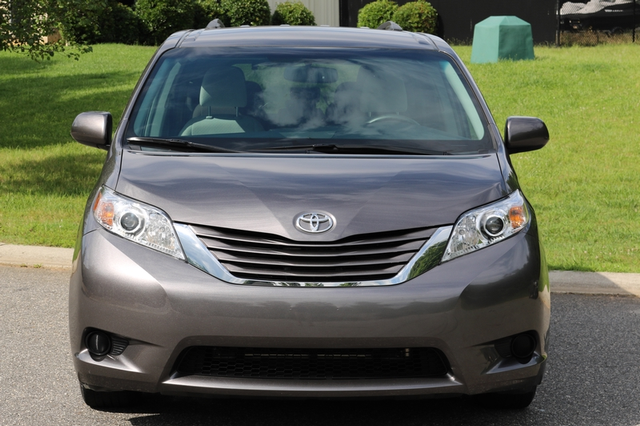 2015 Toyota Sienna LE Mooresville, North Carolina 1