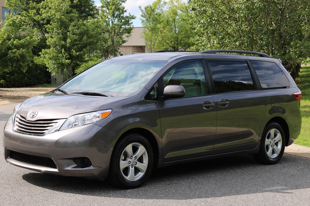 2015 Toyota Sienna LE Mooresville, North Carolina 2