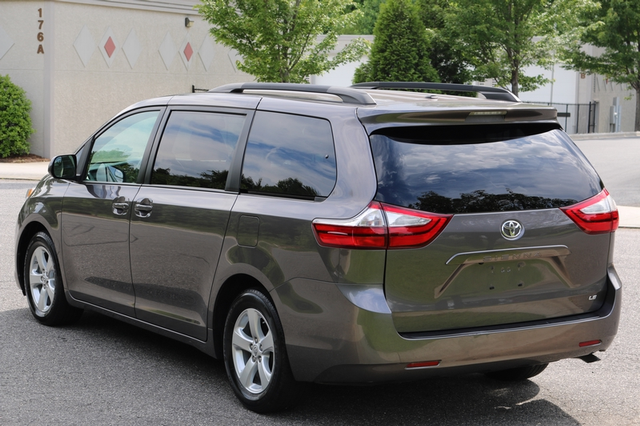 2015 Toyota Sienna LE Mooresville, North Carolina 3