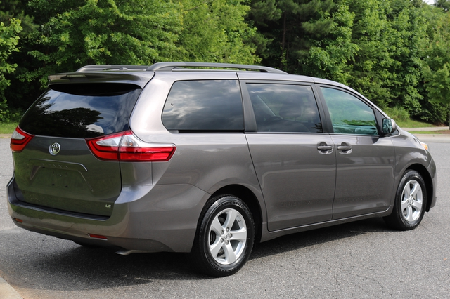 2015 Toyota Sienna LE Mooresville, North Carolina 5