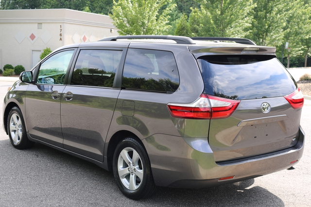 2015 Toyota Sienna LE Mooresville, North Carolina 58