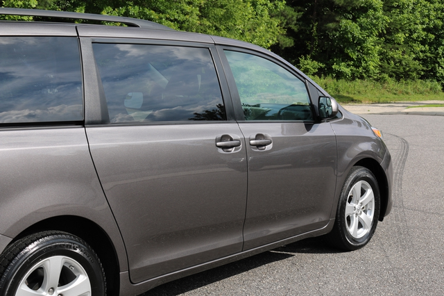 2015 Toyota Sienna LE Mooresville, North Carolina 61