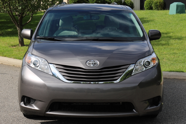 2015 Toyota Sienna LE Mooresville, North Carolina 64