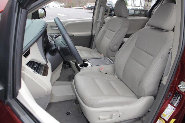 2015 Toyota Sienna XLE FWD - BRAUNABILITY HANDICAP/HANDICAPPED! Mooresville , NC 10