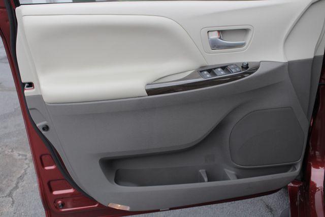 2015 Toyota Sienna XLE FWD - BRAUNABILITY HANDICAP/HANDICAPPED! Mooresville , NC 52