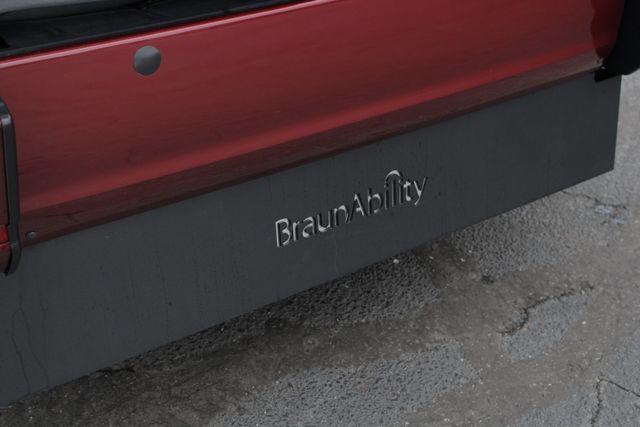 2015 Toyota Sienna XLE FWD - BRAUNABILITY HANDICAP/HANDICAPPED! Mooresville , NC 30