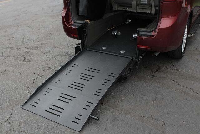 2015 Toyota Sienna XLE FWD - BRAUNABILITY HANDICAP/HANDICAPPED! Mooresville , NC 4