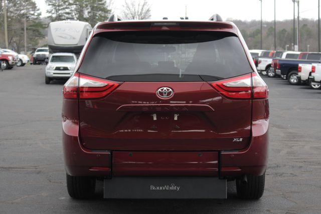 2015 Toyota Sienna XLE FWD - BRAUNABILITY HANDICAP/HANDICAPPED! Mooresville , NC 20