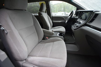 2015 Toyota Sienna LE Naugatuck, Connecticut 9